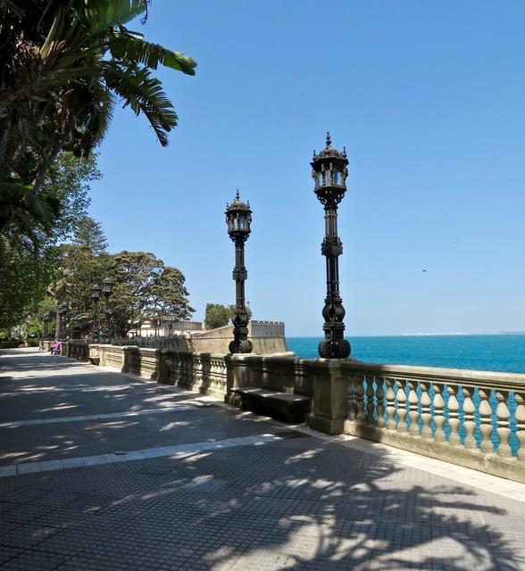 Terraced promenade